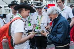 Bernie-Ecclestone-signs-an-F1-in-Schools-car-for-the-World-Champions,-A1-Racing-from-Australia