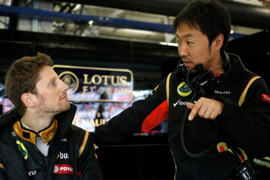 Romain Grosjean (l) with race engineer, Ayao Komatsu.