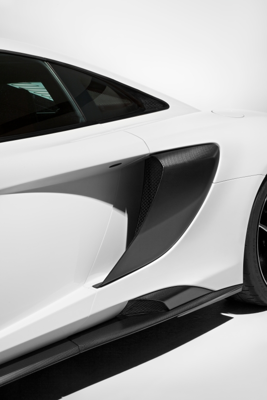 McLaren 675LT_studio_11