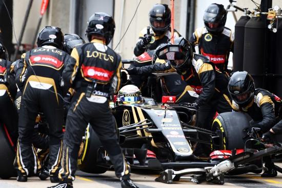 Romain Grosjean (FRA) Lotus F1 E23 makes a pit stop. Canadian Grand Prix, Sunday 7th June 2015. Montreal, Canada.