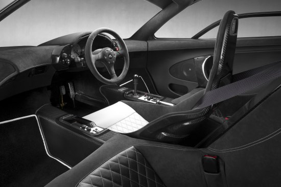 McLaren_F1_GT_Silver_Cross-cabin interior