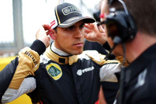Pastor Maldonado (VEN) Lotus F1 Team with Mark Slade (GBR) Lotus F1 Team Race Engineer on the grid. British Grand Prix, Sunday 5th July 2015. Silverstone, England.