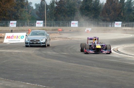 Daniel Ricciardo form Red Bull Racing and Carlos Sainz from Scuderia Toro Rosso erforming at the Infinit/RedBull F1 ShowRun Mexico City on Sepetember 27th 2015