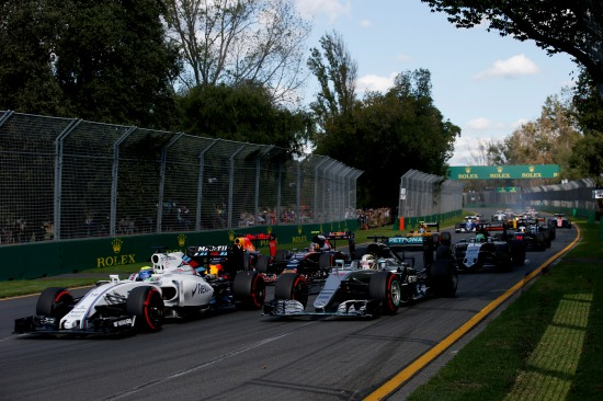 Albert Park, Melbourne, Australia. Sunday 20 March 2016. Felipe Massa, Williams FW38 Mercedes, leads Lewis Hamilton, Mercedes F1 W07 Hybrid, Daniel Ricciardo, Red Bull Racing RB12 TAG Heuer, Carlos Sainz Jr, Toro Rosso STR11 Ferrari, and the remainder of the field on the opening lap. Photo: Sam BloxhamWilliams F1 ref: Digital Image _L4R5038