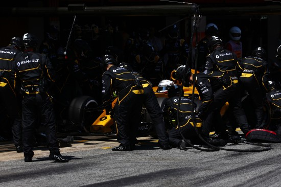 Kevin Magnussen (DEN) Renault Sport F1 Team RS16 makes a pit stop. Spanish Grand Prix, Sunday 17th May 2016. Barcelona, Spain.